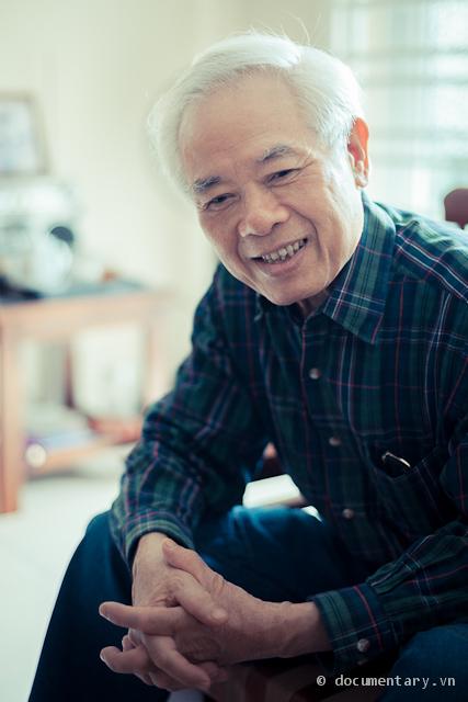 Nhà nghiên cứu Lại Nguyên Ân tại nhà riêng. Hà Nội, ngày Cá tháng Tư 2012.