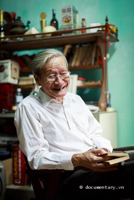 Nhà văn Nguyễn Xuân Khánh
