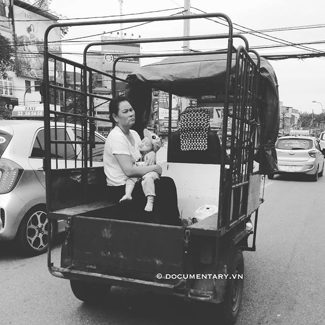 [Instagram] #woman #child #lambro #traffic #hanoi #vietnam