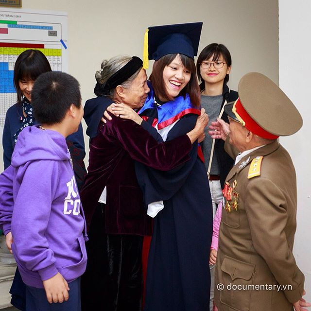 [Instagram] #graduation #family #joy #huge #three_generations #young #old #hanoi #vietnam