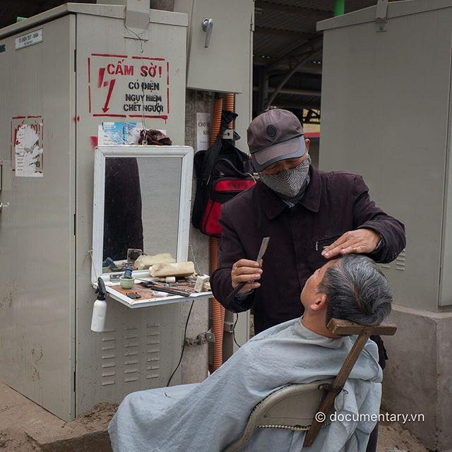 [Instagram] Cấm sờ! #barber #electric_box #danger #touch #sidewalk #hanoi