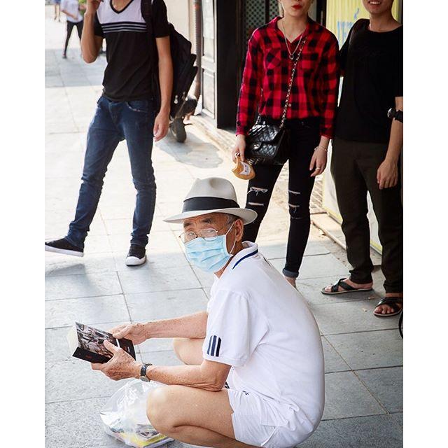[Instagram] #old_man #book #sidewalk #mask #hanoi #vietnam