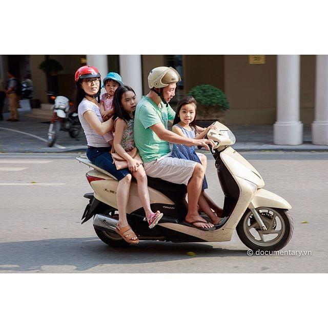 [Instagram] #children #motorbike #overload #traffic #labor_day #hanoi #vietnam