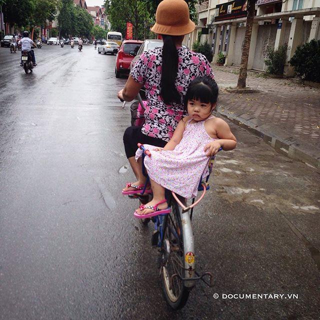 [Instagram] Đi học #girl #bike #backseat #street #hanoi #vietnam