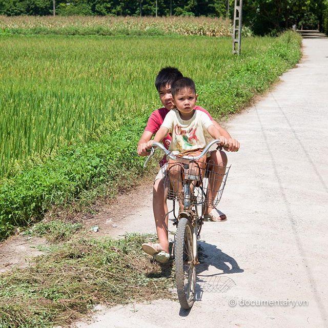 [Instagram] #boys #bike #rice_field #sunny #HaNam #Vietnam