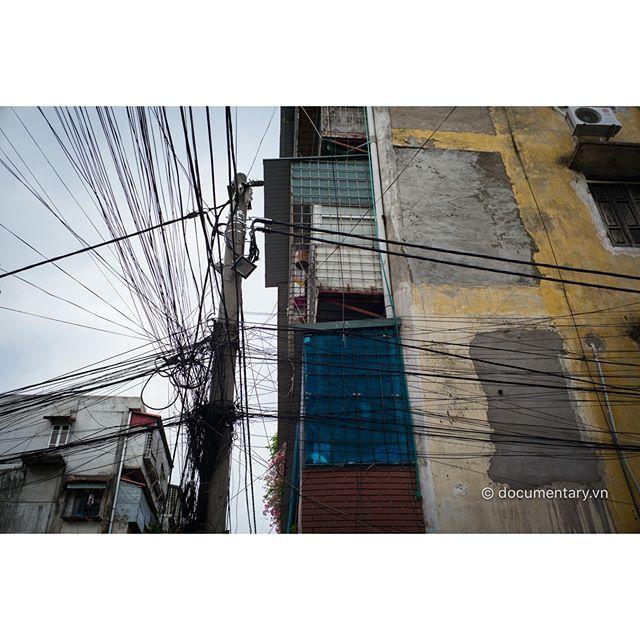 [Instagram] Dây điện #electric #wire #line #apartment_building #hanoi #vietnam