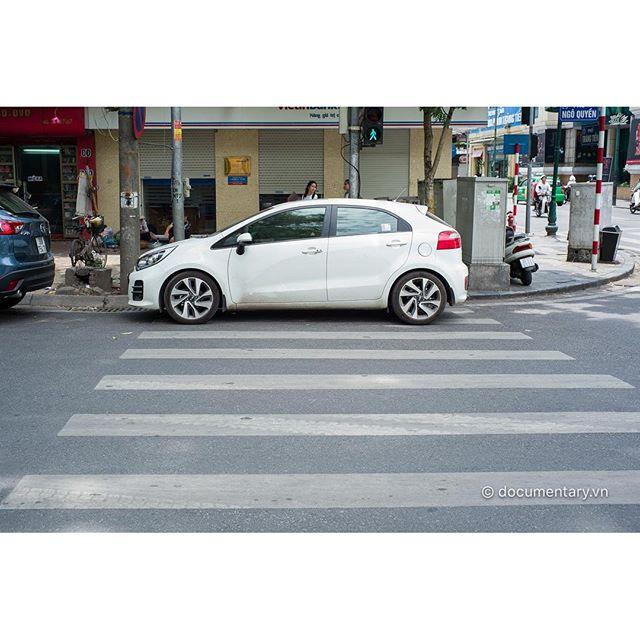 [Instagram] #car #block #zebra #crossing #street #traffic #hanoi #vietnam