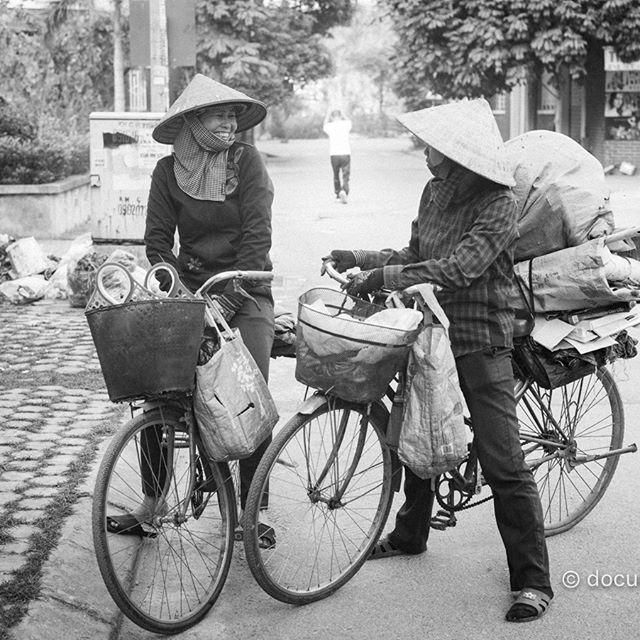 [Instagram] Chit chat #women #vendors #chatting #bikes #hats #hanoi #vietnam
