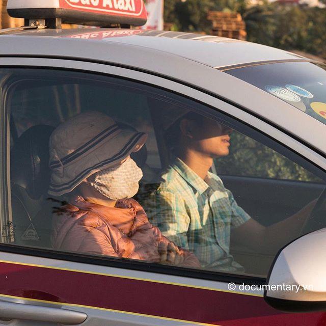 [Instagram] Khẩu trang #mask #woman #taxi #sunny #winter #hanoi #vietnam