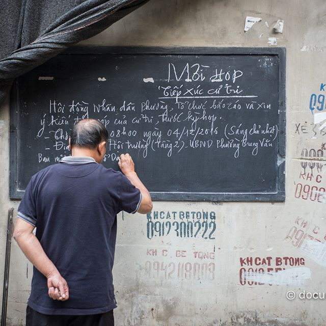 [Instagram] Mời họp #invitation #notice #advertisement #man #writing #chalkboard  #wall #alley #hanoi #vietnam