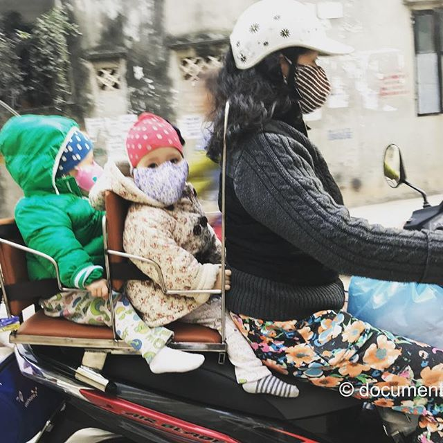 [Instagram] #babies #twins #motorbike #alley #mask #winter #cold #hanoi #vietnam