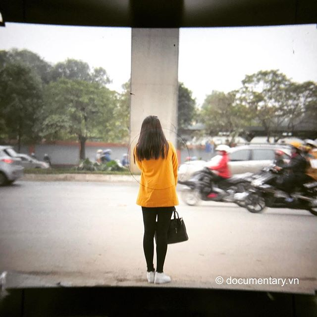 [Instagram] #viewfinder #mamiya #rz67 #iphoneography #waiting #hanoi #vietnam