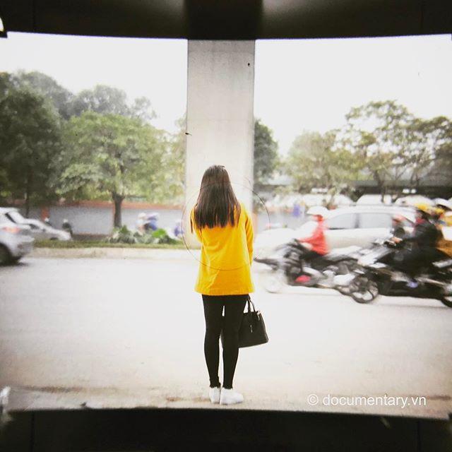 [Instagram] #viewfinder #mamiya #rz67 #iphoneography #waiting #hanoi #vietnam
