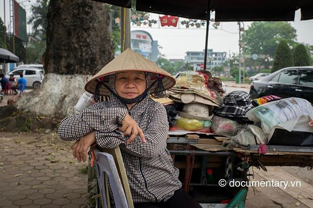 [Instagram] #woman #vendor #sidewalk #thainguyen #vietnam