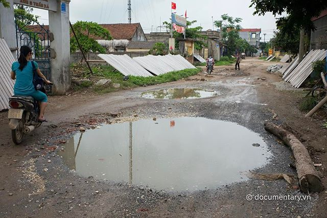 [Instagram] Ổ voi. Hà Nam, 2017. #road #puddle #water #reflection #motorbike #hanam #vietnam